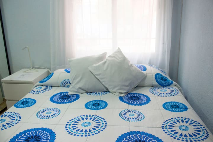 Cozy room near airport of Madrid and IFEMA
