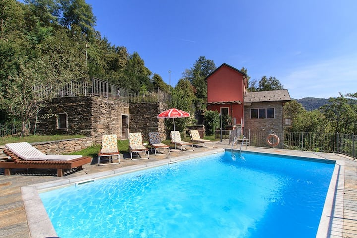 Relax villa with pool and views! Villa Bernardino