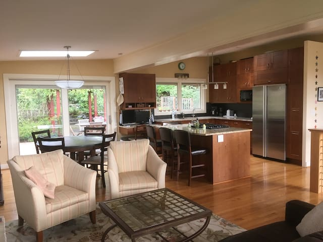 Bright Mercer Island Home - Close to Everything - Mercer Island - House
