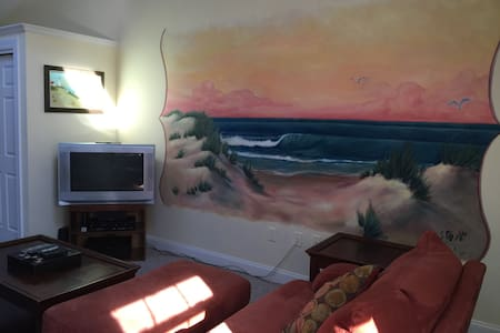 Spacious Apt 1 Mile from Beaches - Biddeford - Wohnung