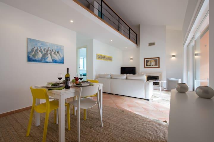 Exciting Lisbon Aroeira Beach Apartment