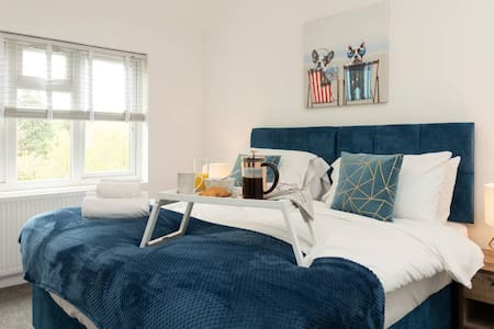 SLEEP WELL in this stylish 3 bedroom home⋆ 4 MIN DIVE TO QE  ⋆ SPACIOUS & MODERN HOME⋆