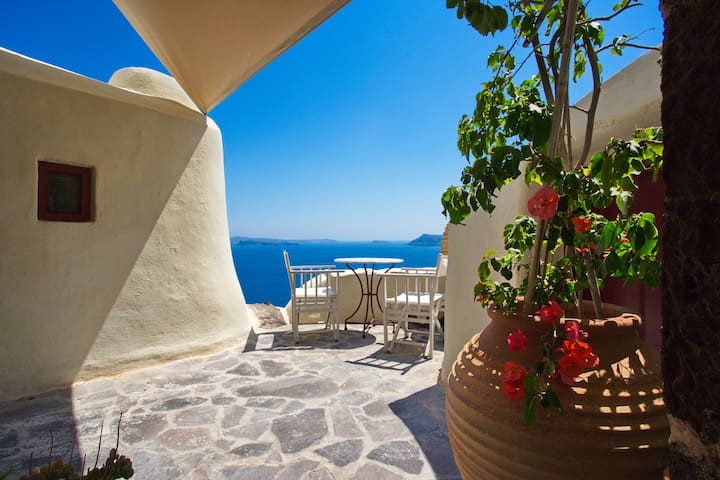 Unique architecture - Oia - House
