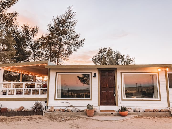 Golden Hour House - Desert Escape w Sweeping Views