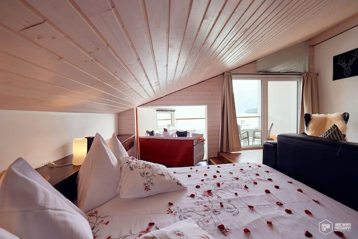 Dachzimmer mit ausfahrbarem Whirlpool