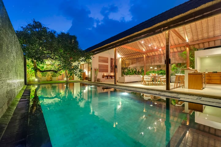Lumut,Large 2 bed villa,Large pool.Eat St,Seminyak
