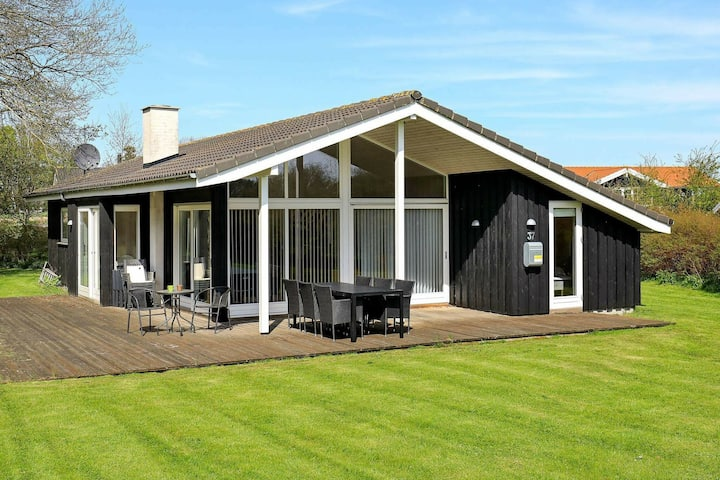 Modernes Ferienhaus in Askeby mit Sauna