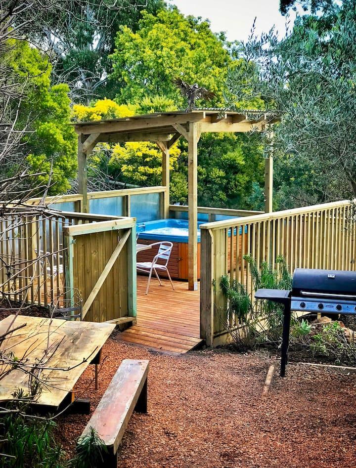 Delightful Private Outdoor Spa Retreat