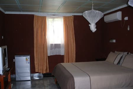 GLORIA'S BED AND BREAKFAST, ZAMBIA - Livingstone - Szoba reggelivel