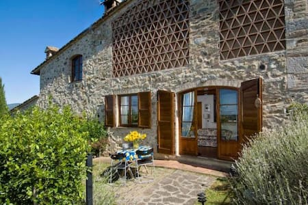 Lovely apartment with view, garden and pool - Colle di Val d'Elsa - Apartment