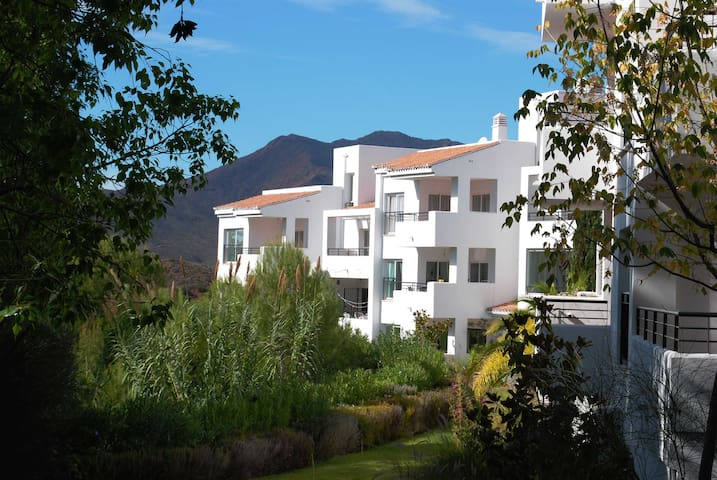 Luxury Andalucia apartment. Free 22Mbps wifi + TV - Alhaurín el Grande - Byt