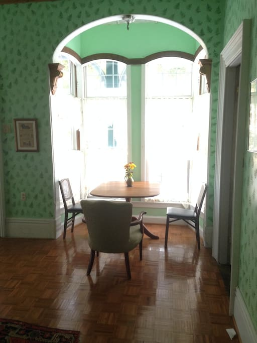 Breakfast nook (in one of spacious front rooms)