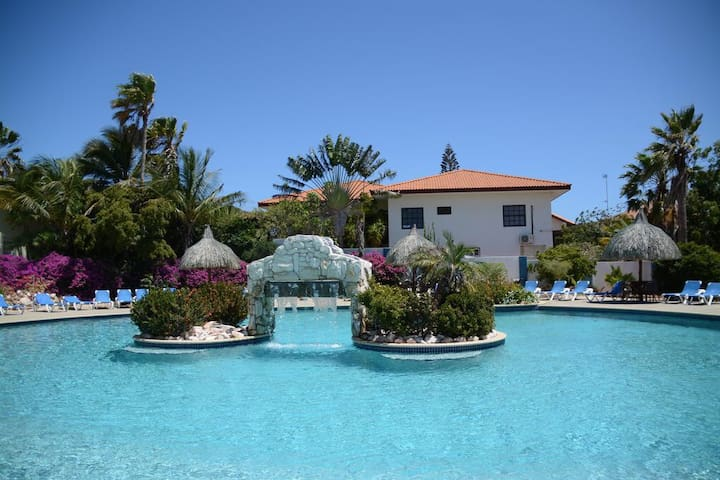 Great house with large pool at Curaçao Caribbean