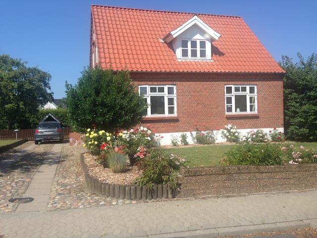 Hyggelig murermestervilla fra 1930 - Løgstør - House
