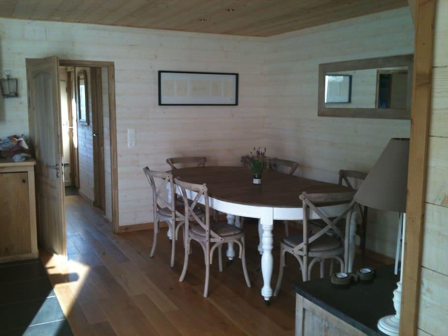 Cuisine équipée- Salle à manger- Intérieur bois