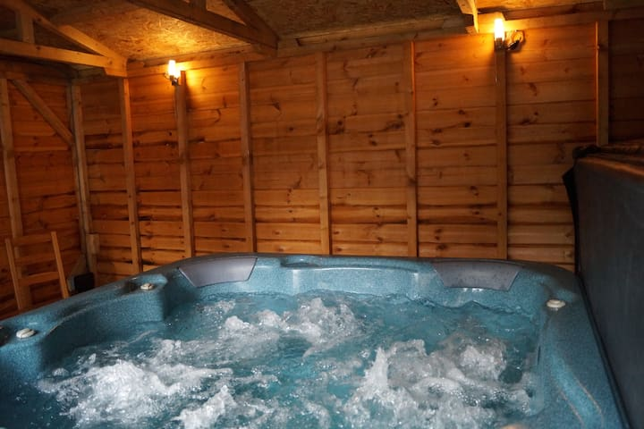 Bolt Hole The Old Stables Private Indoor Hot Tub