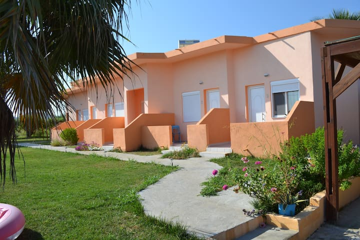 APARTMENTS  //TO AKROGIALI// - Fanes - Bed & Breakfast
