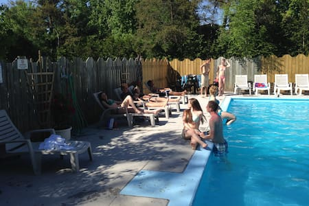 Entire PRIVATE Grand Bend Cottage heat pool Family