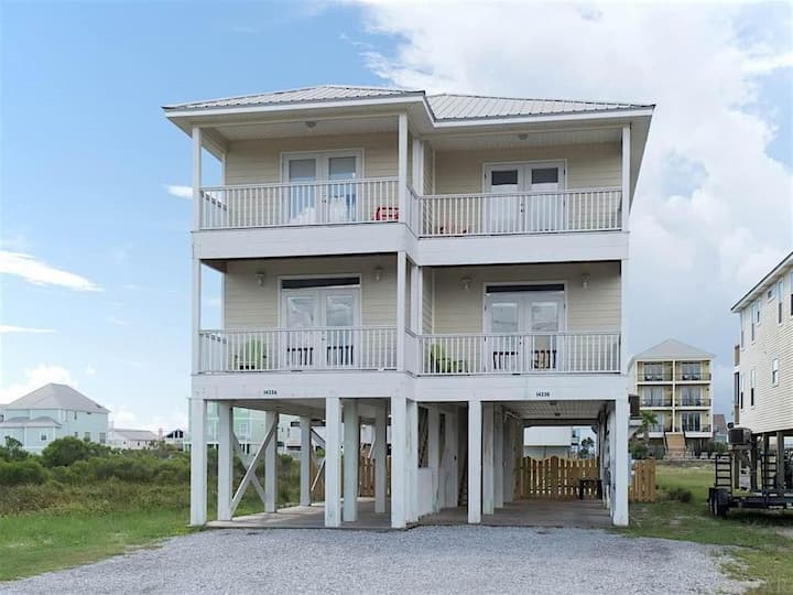Turtle Nest West 3 Bed / 3 Bath Private Duplex ** Available for storm worker**