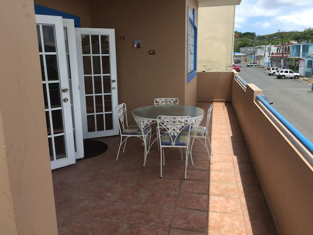 """""""Casa Isabel II"""" Great location guesthouse"""