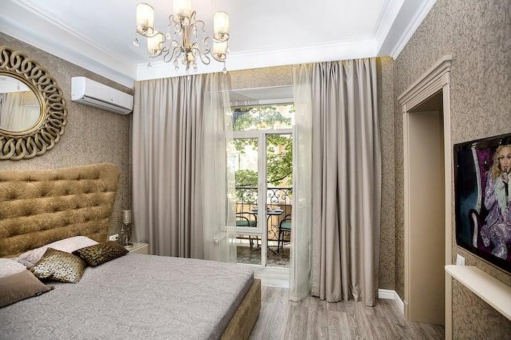 City Center 2 bedroom & balcony & jacuzzi for 2