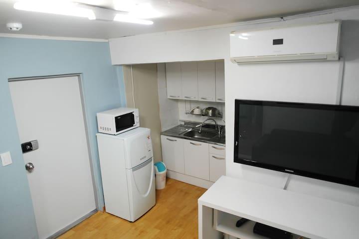 freezer and microwave Basic kitchen