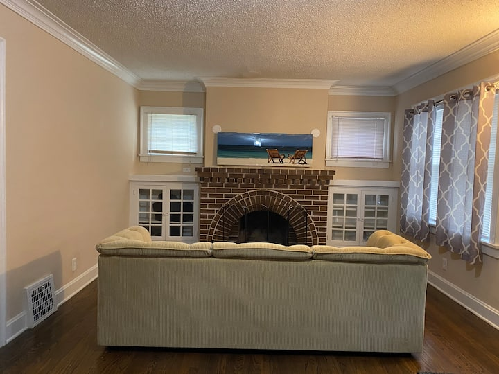 ENTIRE 3 bedroom HOUSE near Downtown w/ fireplace