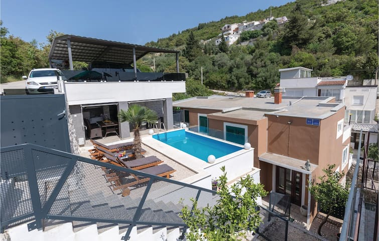 Holiday apartment with 4 bedrooms on 87m² in Klek