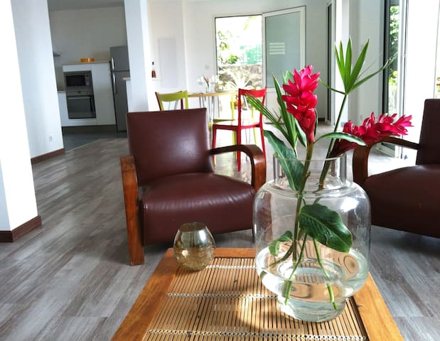 Rez-de-jardin villa vue mer piscine - La Possession - Rumah