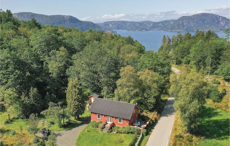 Holiday cottage with 3 bedrooms on 125m² in Farsund