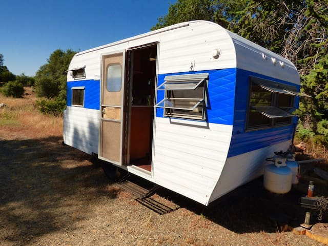 West Wind Vintage Trailer // Yosemite Region - Mariposa - Camper/RV