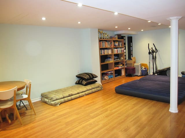 Airbeds, cushions, dining table