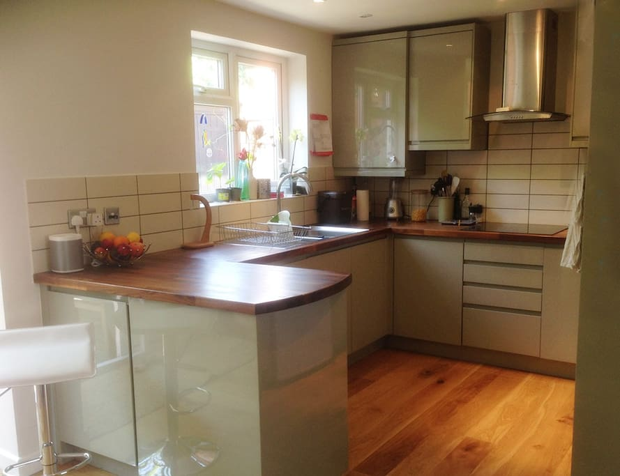 Fully equipped kitchen including dish washer &  washing machine