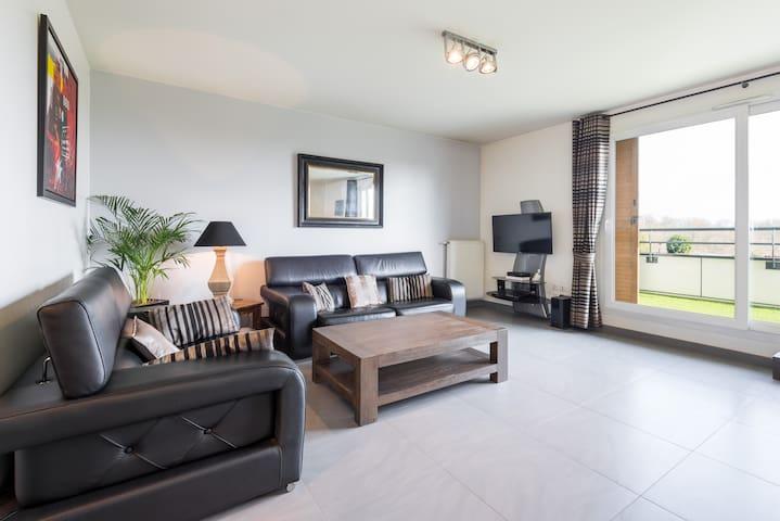 Contemporary , Cosy & Bright 70m2 - Charbonnières-les-Bains - Apartment