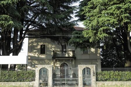 B&B VILLA DEI CEDRI VICINO RHOFIERA - Nerviano - Bed & Breakfast