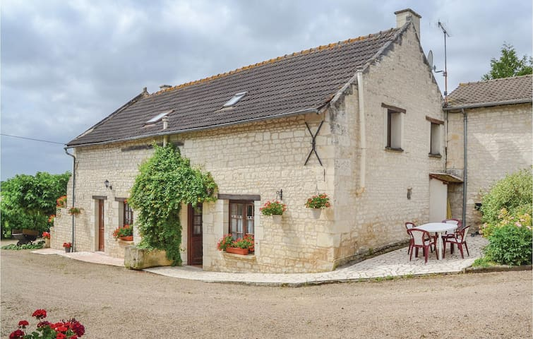 Holiday cottage with 2 bedrooms on 90 m² in Assay