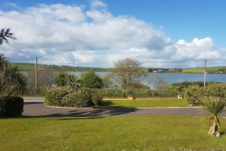 Joans Airbnb2km to Dunmore Hotel 3km to Inchydoney