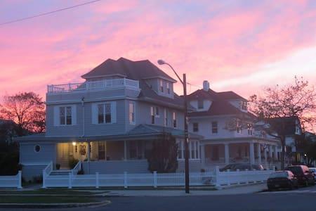 Charming two-bedroom suite in Rockaway Beach