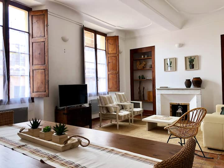 CHARMING FLAT IN THE OLD TOWN HEART