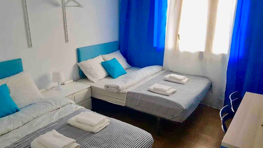 V3 cozy & nice room for 4 in the heart of BCN!!!