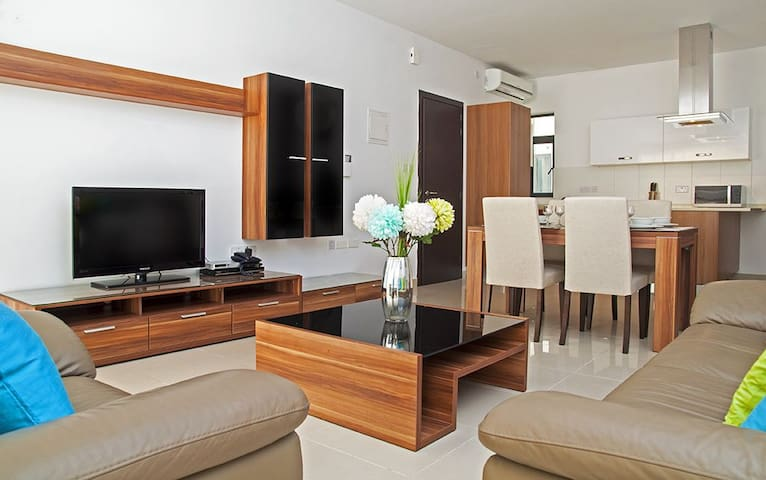 Luxury Apartment in Prime Area - Sliema - Departamento