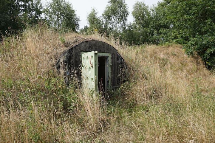 Purismus pur - eine Nacht im echten Bunker !