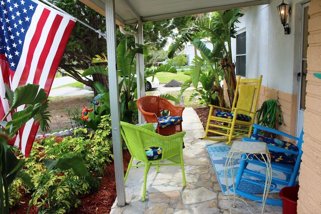 Cozy Tropical Front Porch!