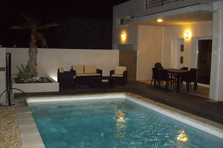 villa 10 places avec piscine