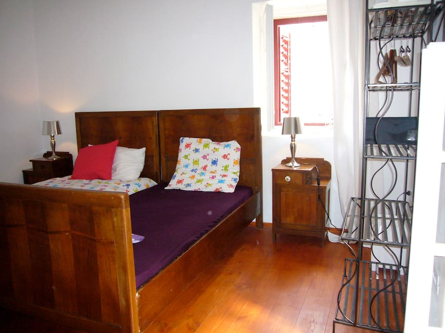 Double room with two single and seperable beds on 3rd floor.