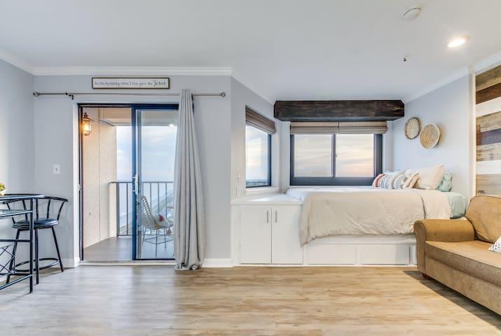 21st Floor Skyline Oceanview