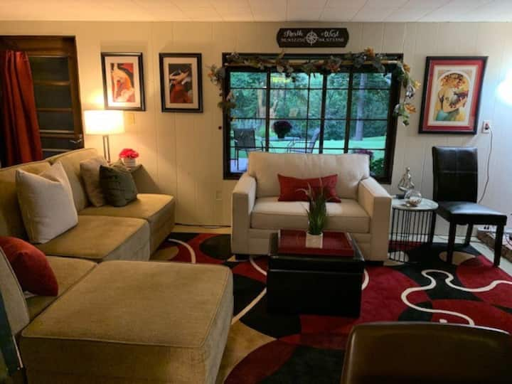 Delightful Patio Apt w/Private Entry in SOUTH KC