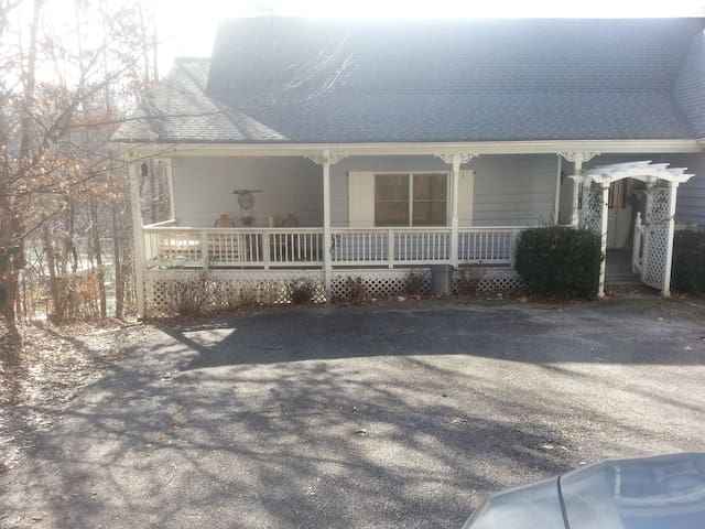 Spacious lake house in the mountain - Dawsonville - Huis