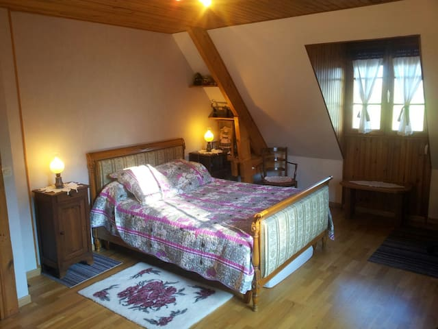 Grande chambre pour 2 personnes - Crulai - Bed & Breakfast