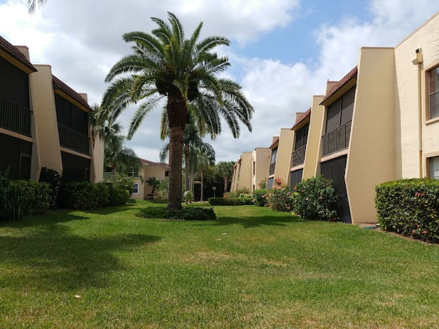 Comfy and safe - 20 minutes to Beach + Downtown - Fort Myers - Appartement